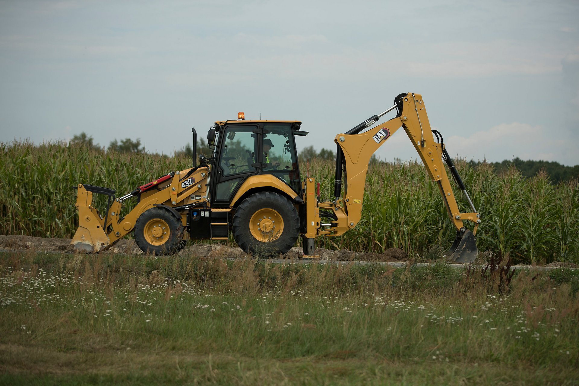 New generation Cat Backhoe loader 432